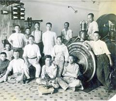 上海 豊田紡織廠にて機械の据付(中央が西川秋次)